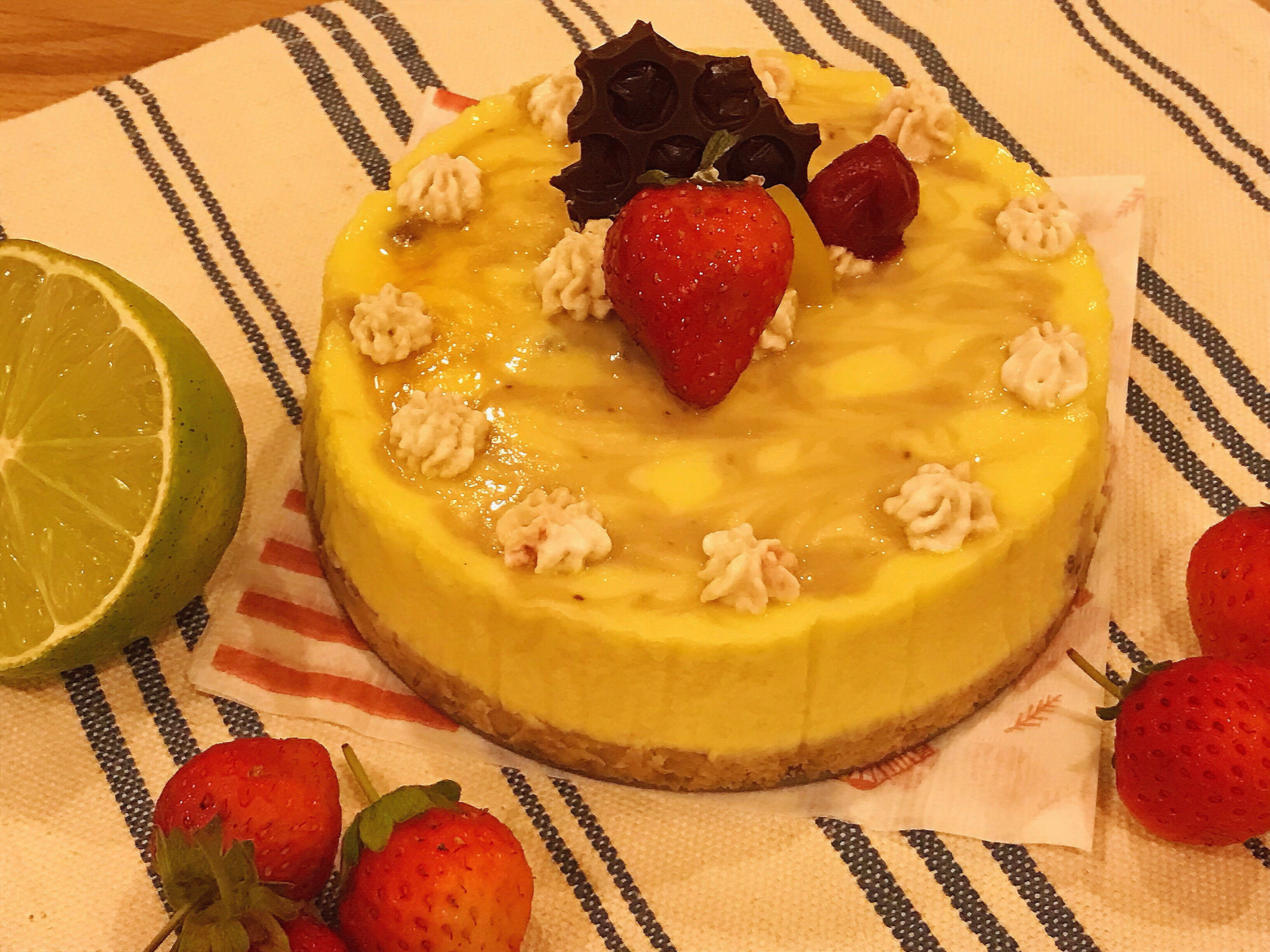 濃郁的草莓大理石乳酪蛋糕