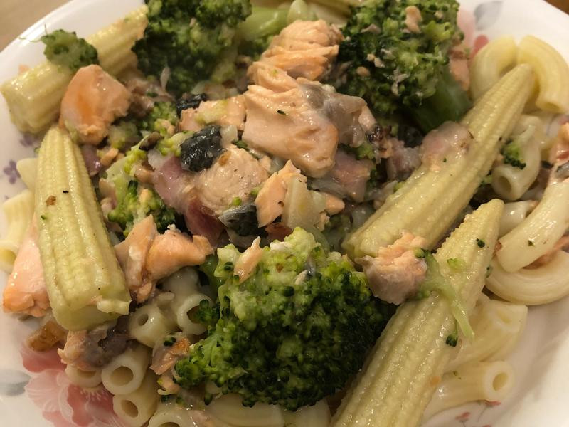 鮭魚培根白醬義大利麵