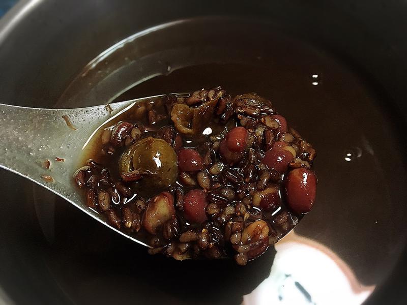 《萬用鍋》桂圓黑糖黑米紅豆湯