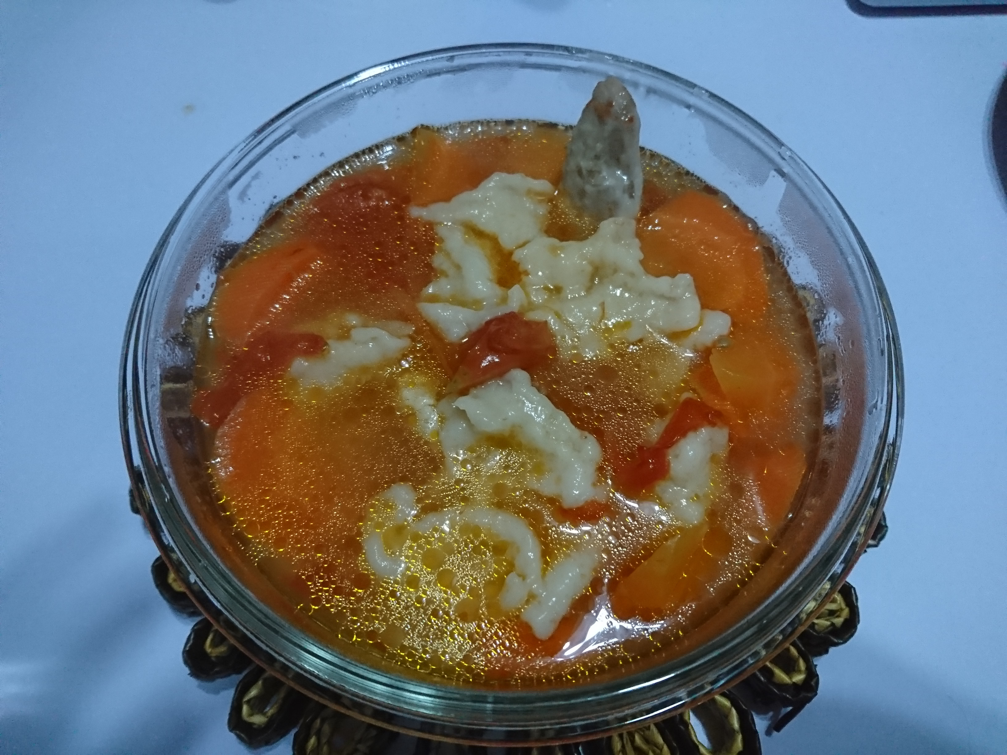 《番茄紅蘿蔔湯-麵疙瘩》(卡式瓦斯爐版)
