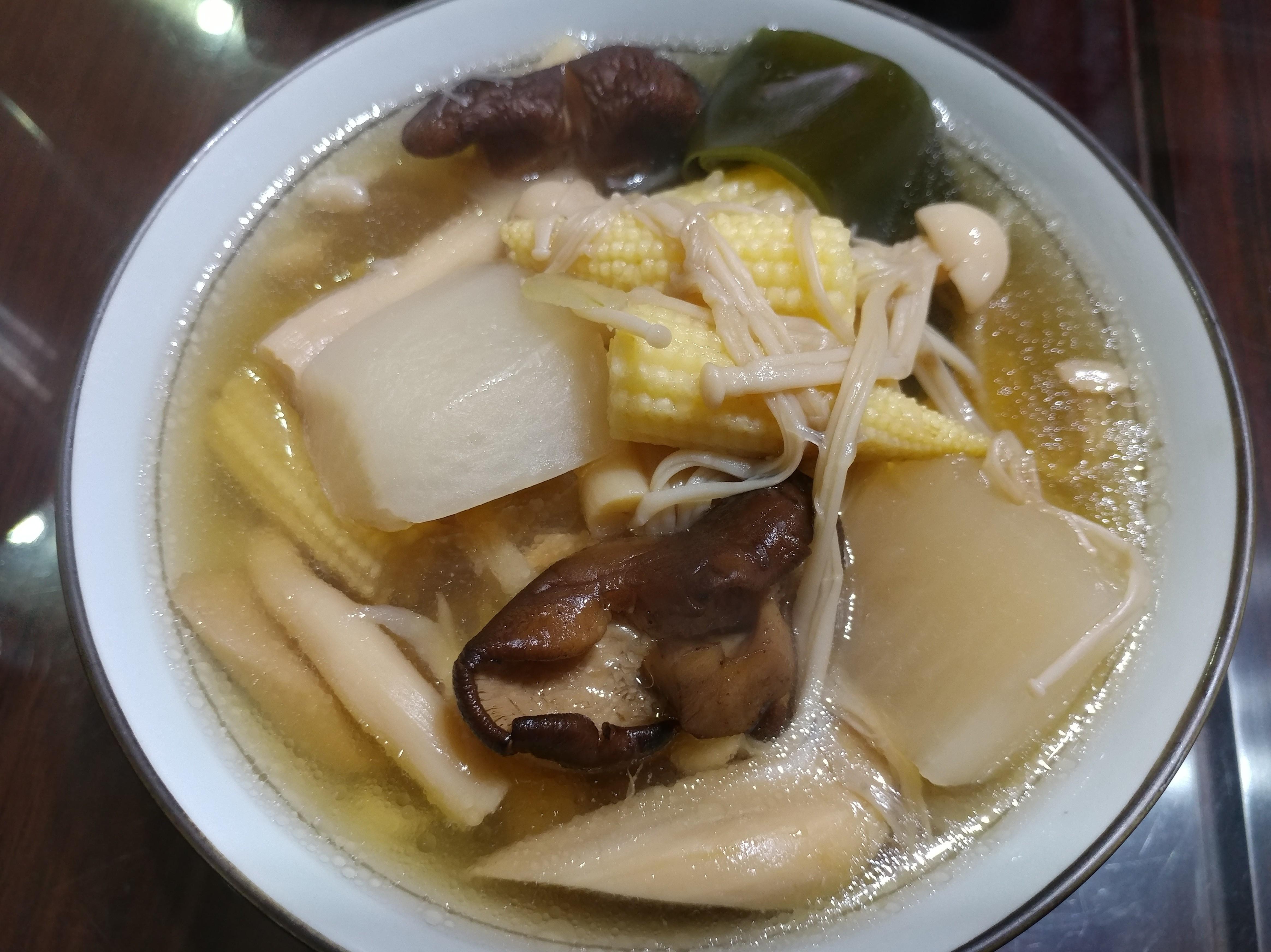 燜燒鍋料理:蘿蔔蔬菜雞骨湯