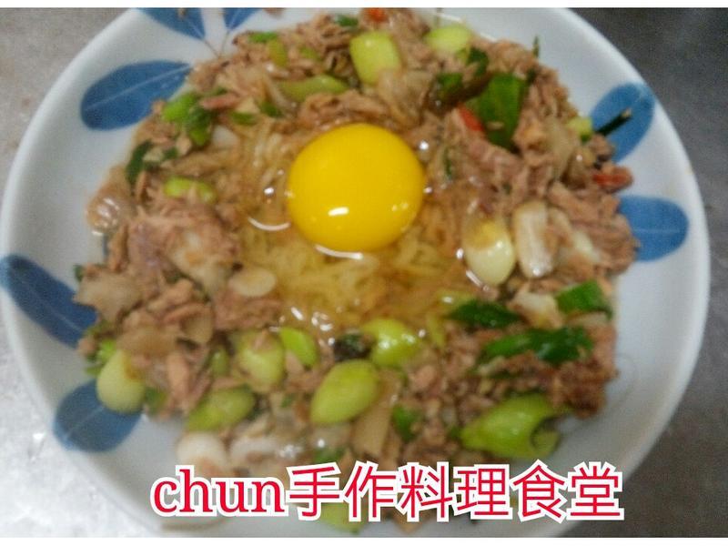 泡菜鮪魚月見麵(精心烹製的速食麵)