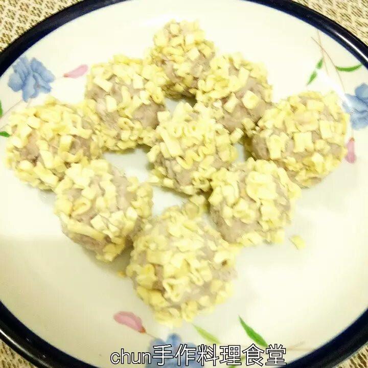 酥脆芋頭紅豆餡(精心烹製的速食麵)