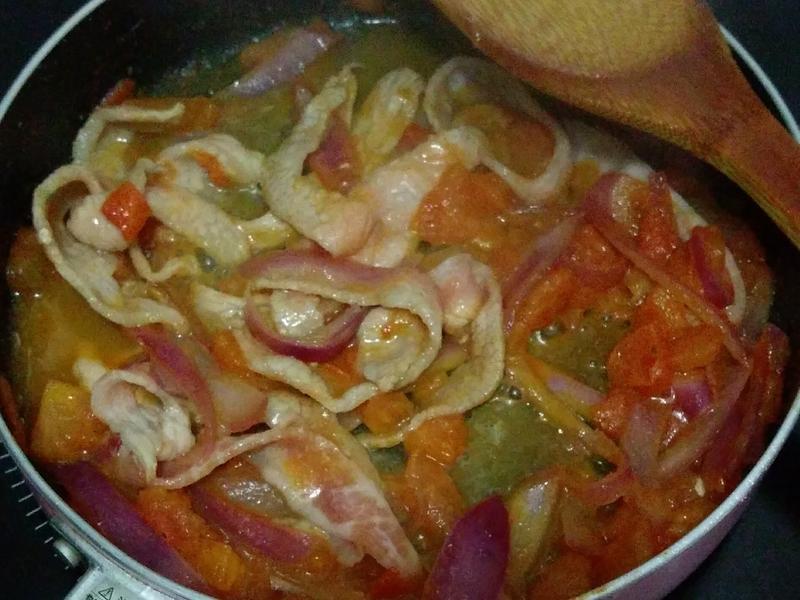 洋蔥蕃茄炒豬頸肉
