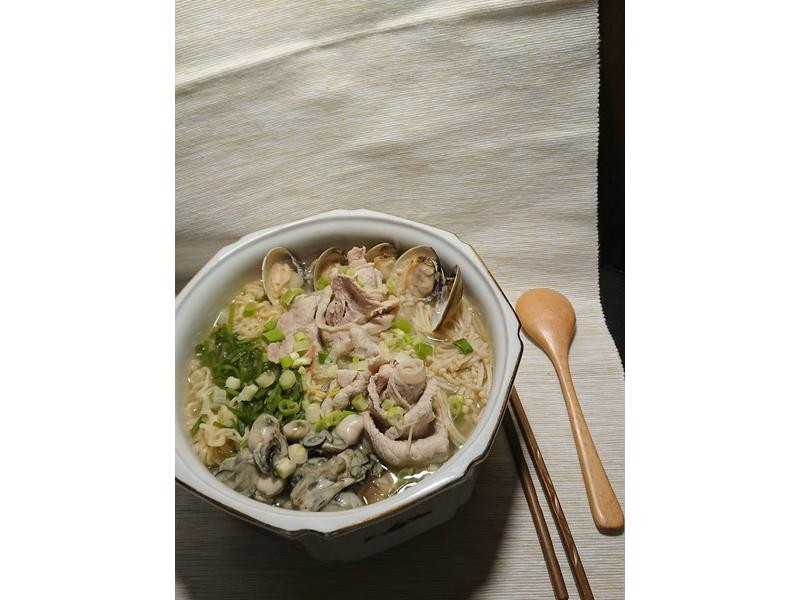 精心烹製的速食麵(海與陸的交響樂)
