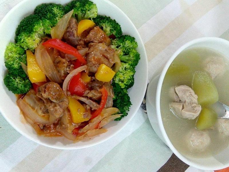 〔健康美味〕排骨二吃:無油煙糖醋、菜心湯