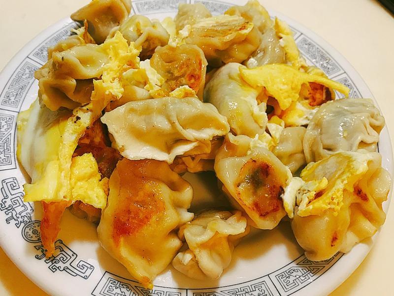 蛋煎餃(冷凍水餃大變身)