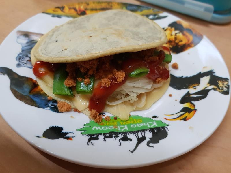 扭曲漢堡~ 魚鬆蔬菜鬆餅堡