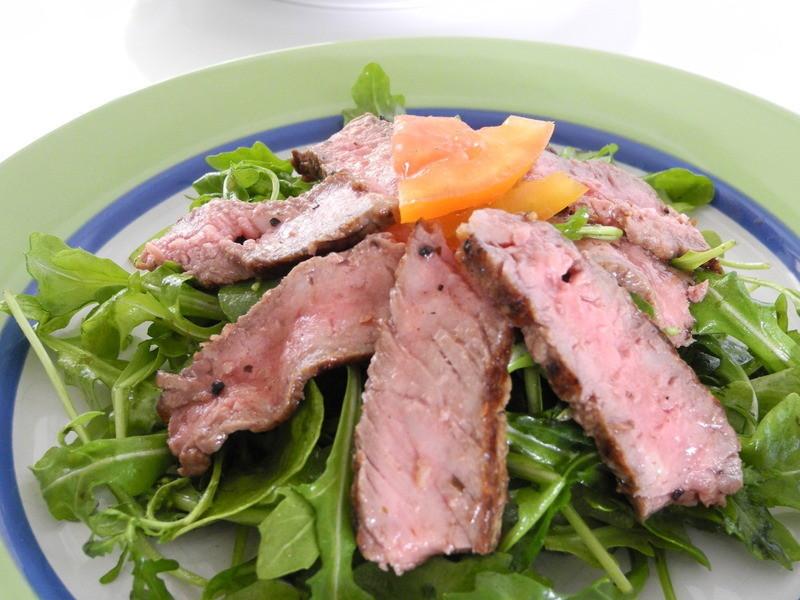 輕食-芝麻葉牛肉沙拉