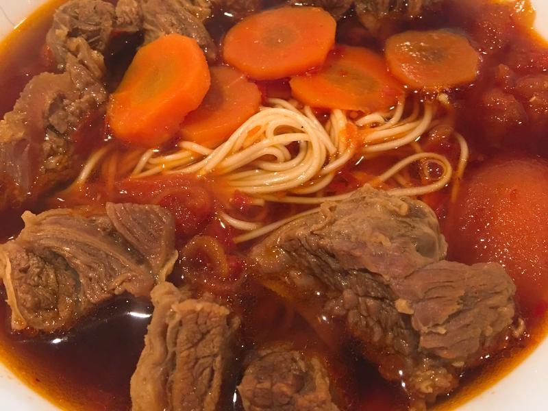 紅燒牛肉麵beef noodles