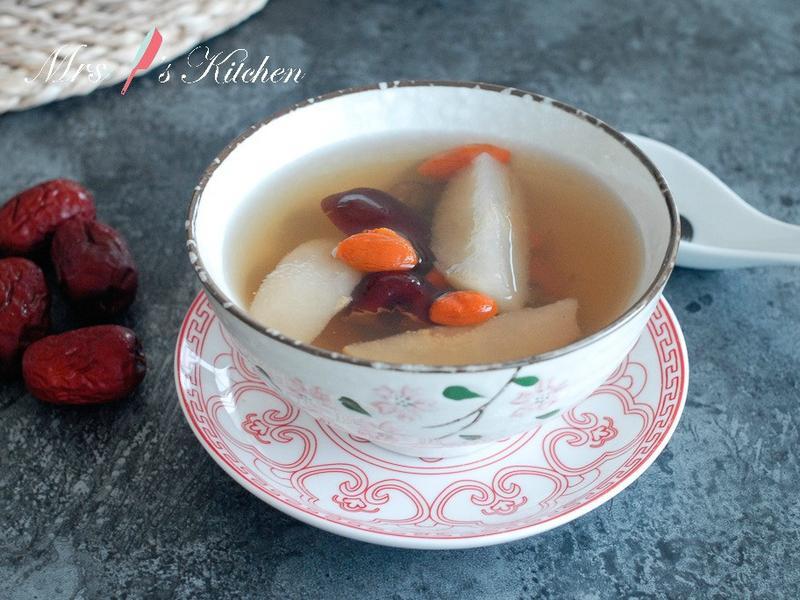 滋潤雪梨紅棗甜湯