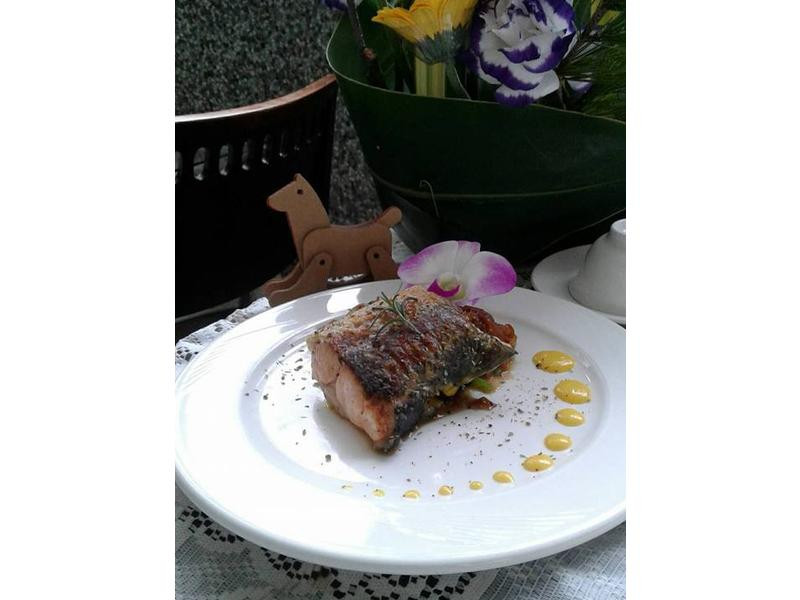 冰火香鮭 - 荷蘭醬佐香煎鮭魚