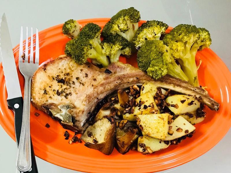 在家也可以五星級:蒜香煎戰斧豬排餐