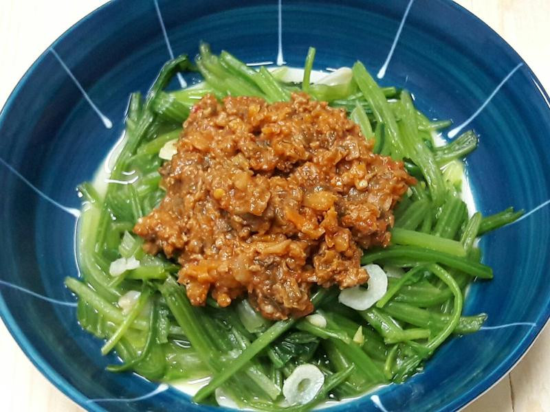 辣肉醬拌菠菜