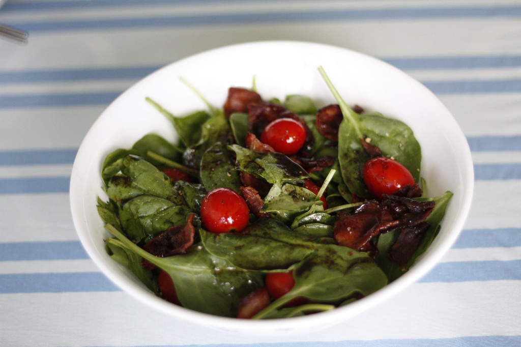 番茄菠菜沙拉佐培根紅酒醋溫熱醬汁