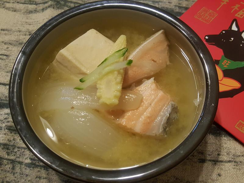 快速上桌鮭魚豆腐味噌湯