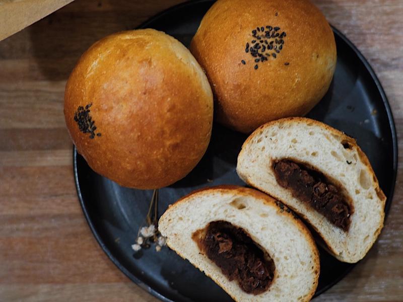 天氣冷就來想做個紅豆牛奶麵包