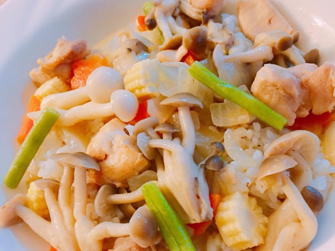 奶油雞肉鮮菇蓋飯-手繪食譜