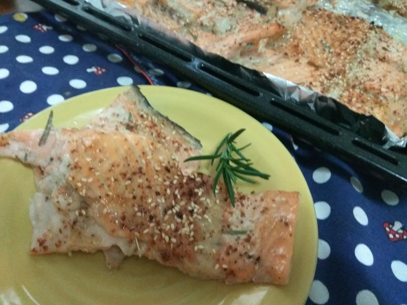 香草烤鮭魚骨