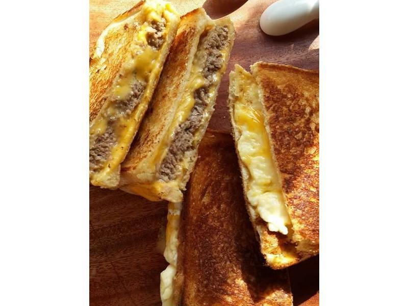牛肉帕里尼三明治