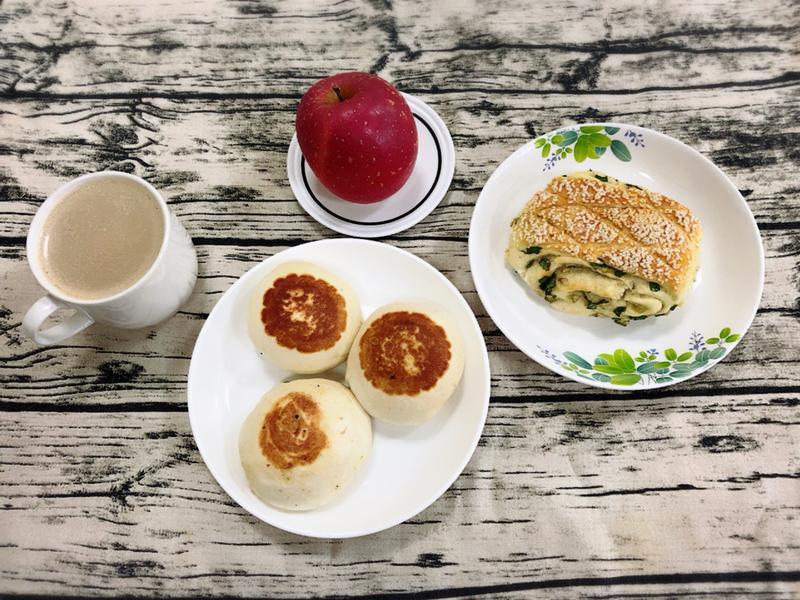 簡單的早餐—水波爐加熱冷藏的水煎包