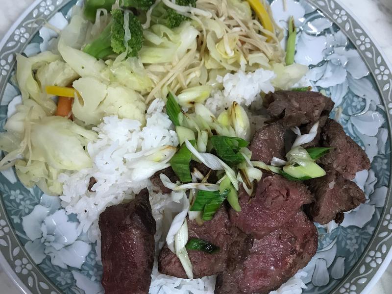里肌牛肉蓋飯