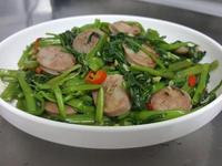 乾炒香腸空心菜