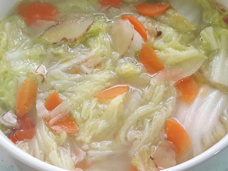 白菜紅蘿蔔煮 白菜湯 家常菜