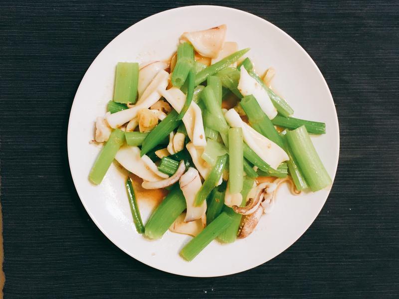 芹菜炒中卷 家常菜