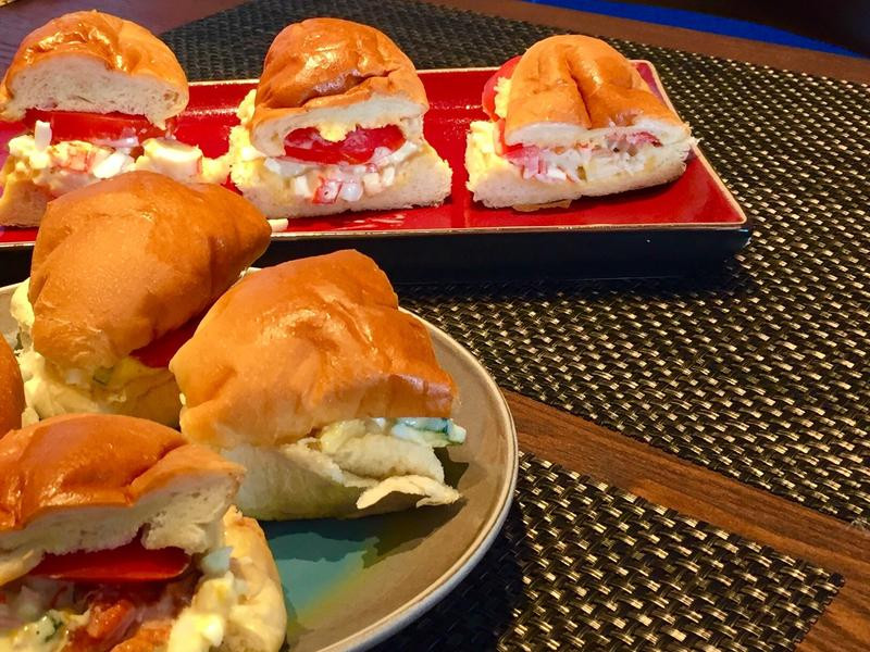 簡單早餐-秋葵沙律煙鴨胸包&蟹柳沙律包