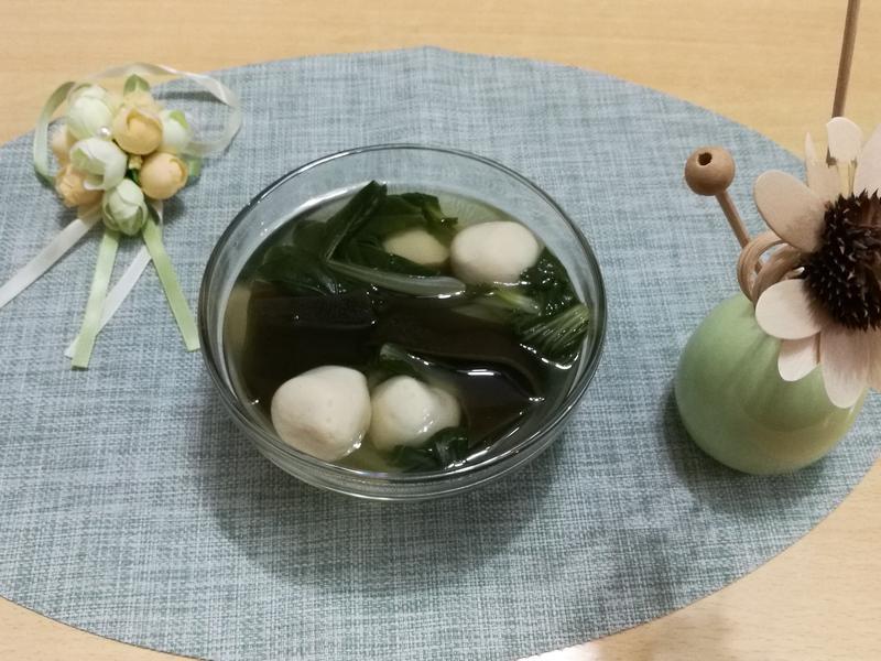 (煮食影片) 魚丸海帶湯