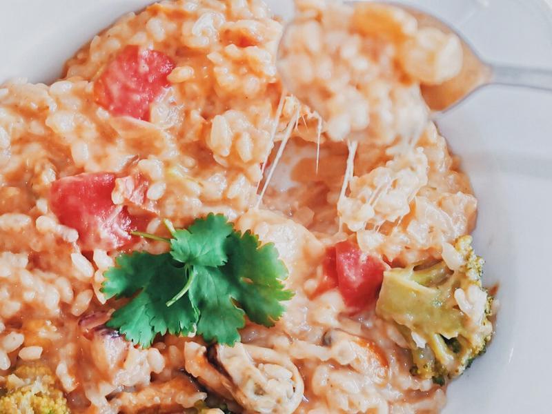 低卡簡單~番茄洋蔥海鮮燉飯(影片)