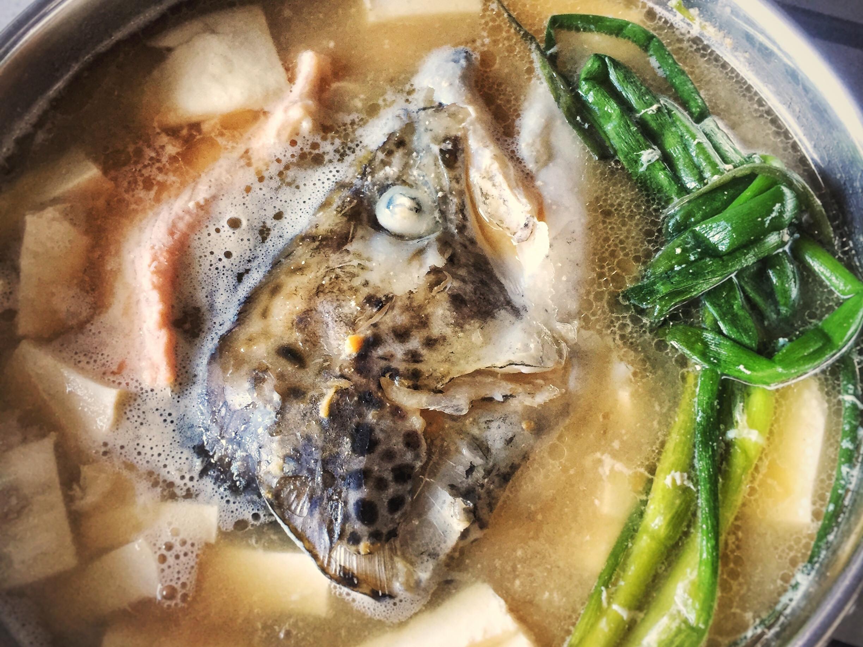 日式鮭魚頭味噌豆腐湯