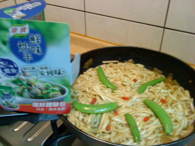 [小心上癮]康寶鮮味炒手鰹魚風味-咖哩剩汁炒麵