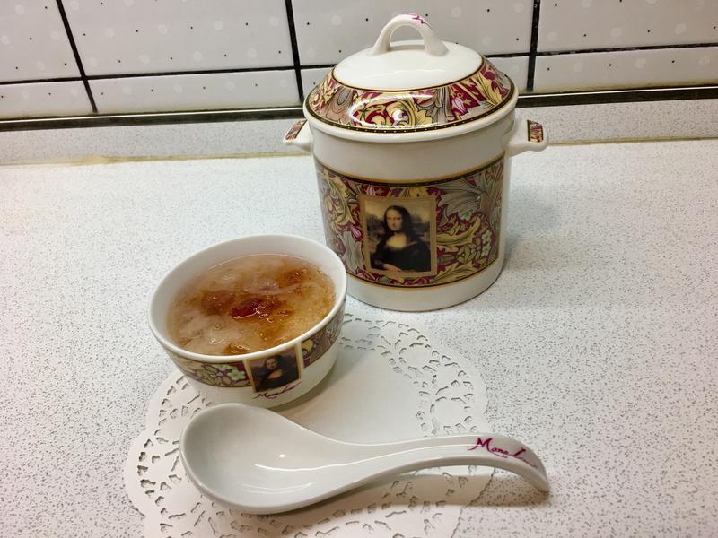 桃膠皂角米燉雪燕《美人桃花淚》