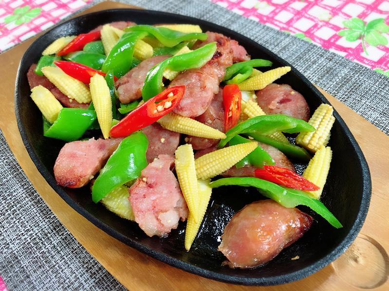 炒香腸佐青椒玉米筍🌽(水波爐料理)