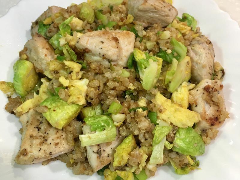 高蛋白「蛋炒雞胸菜糙米飯」470卡