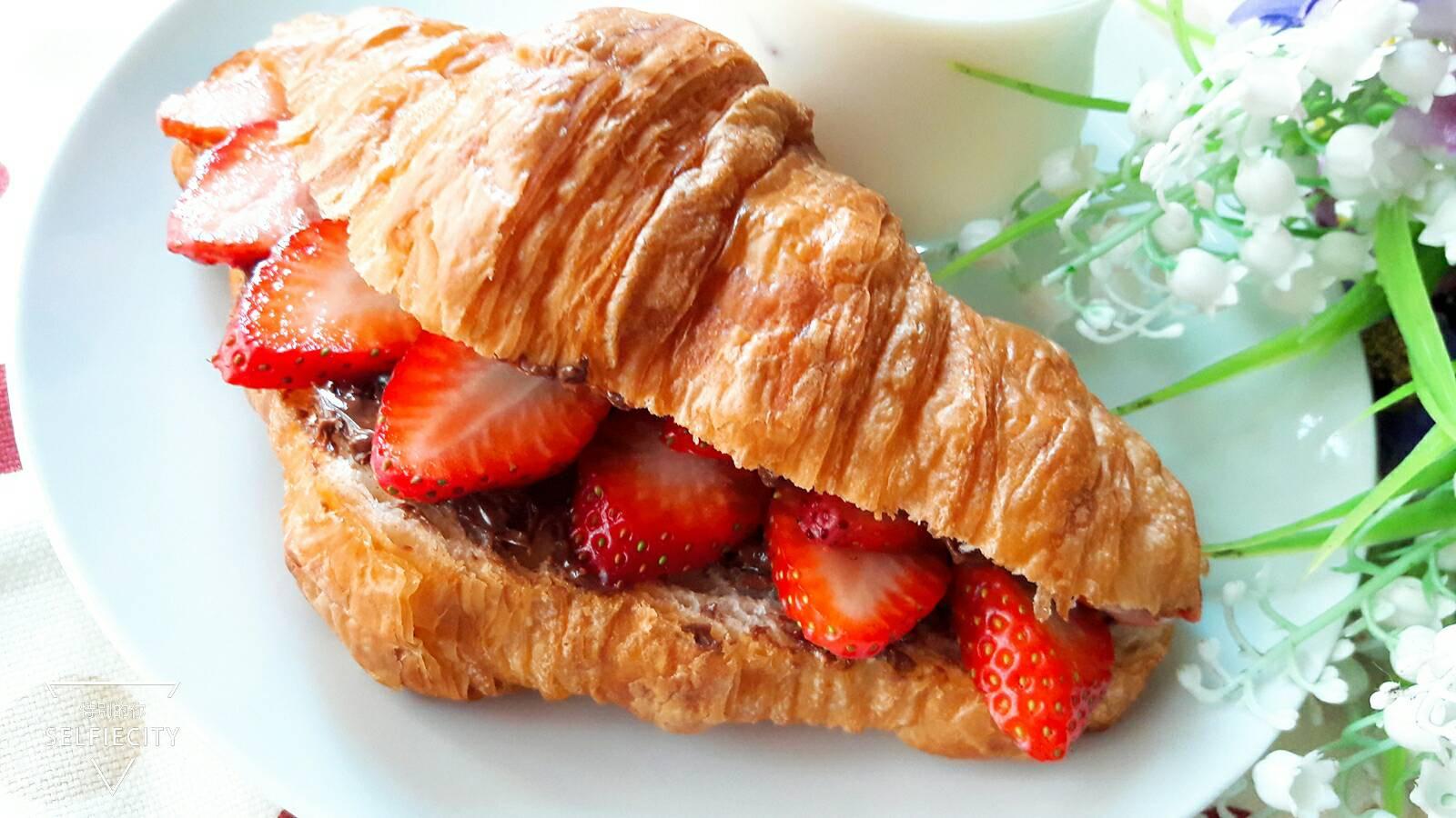 阿華田草莓可頌