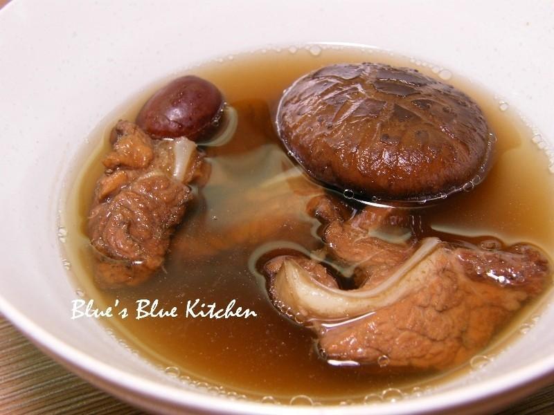 仙草軟骨煲湯