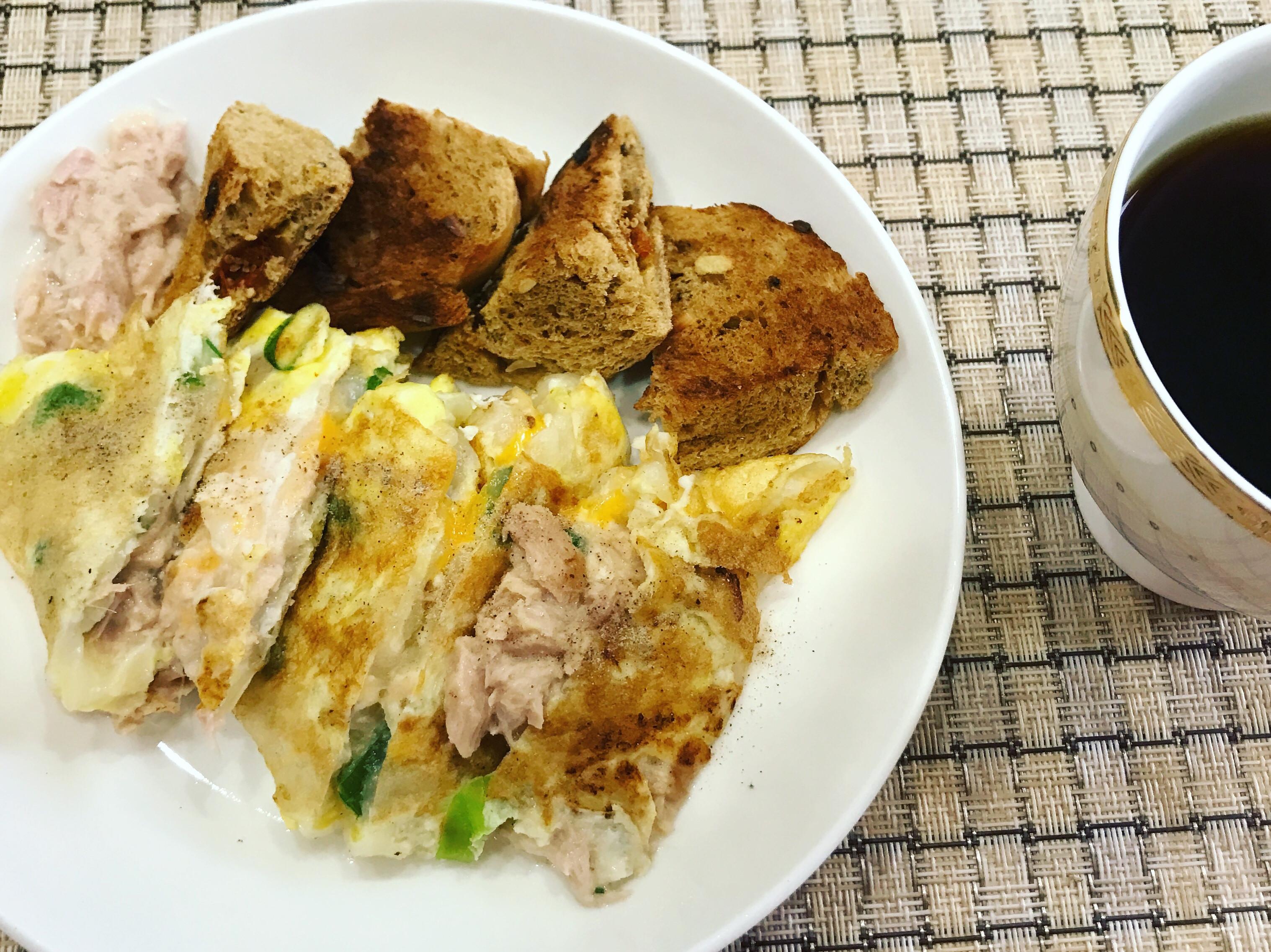 //早餐桌//古早味鮪魚蛋餅