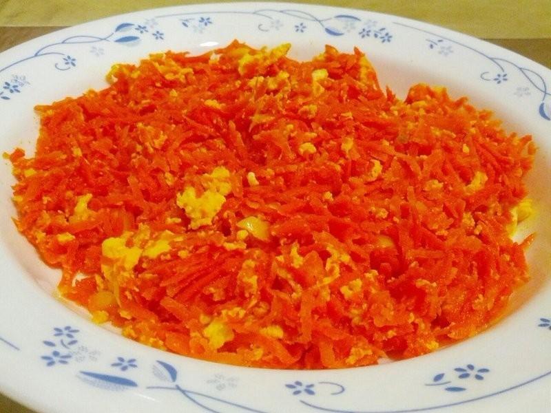愛烹飪。紅蘿蔔炒蛋