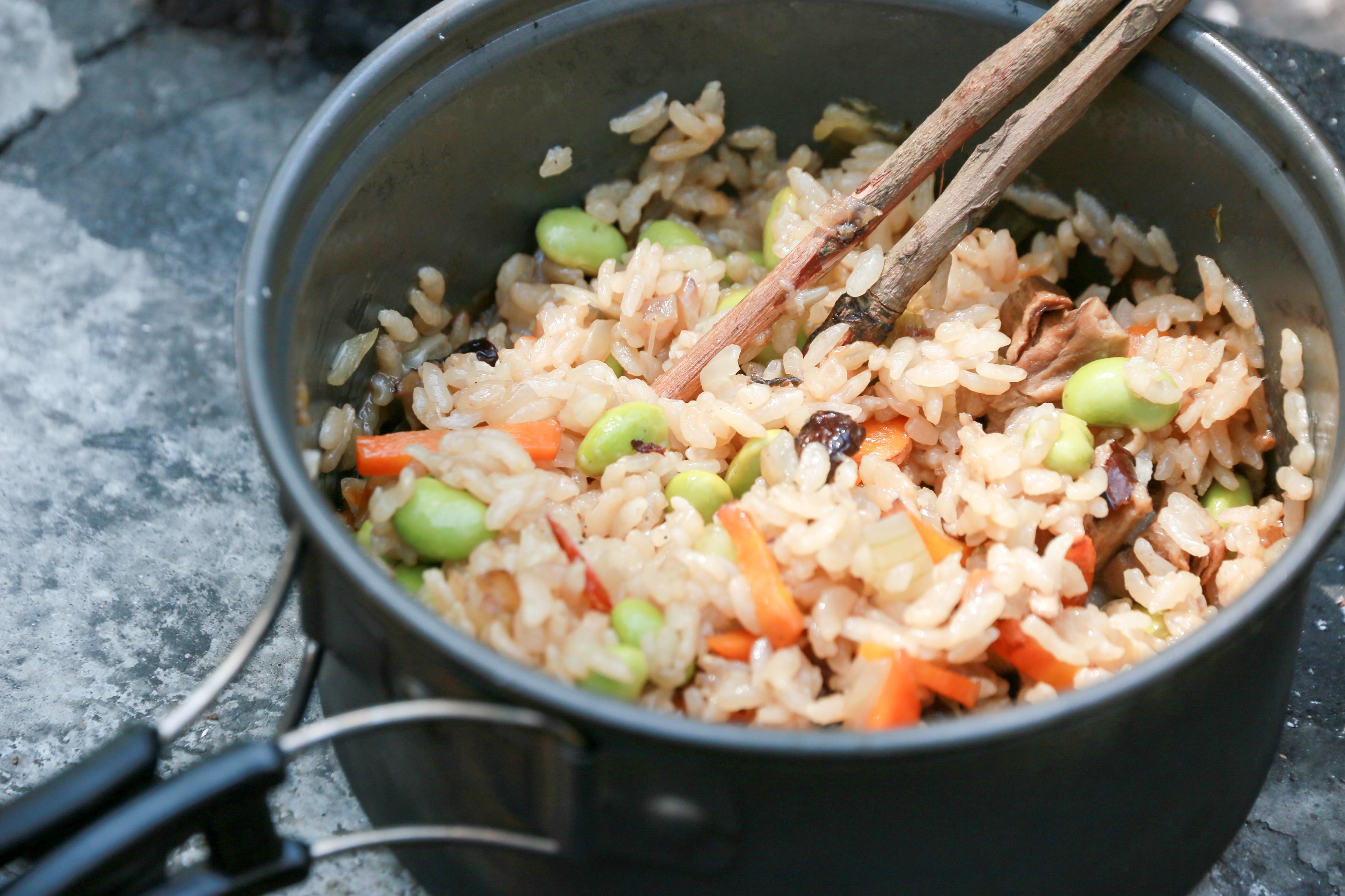 香菇毛豆炊飯 *柴火野炊版*