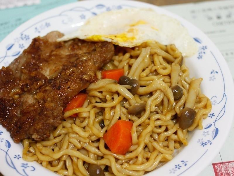 咖哩豬排炒麵