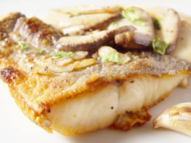 【厚生廚房】烤鱸魚佐香蒜杏鮑菇