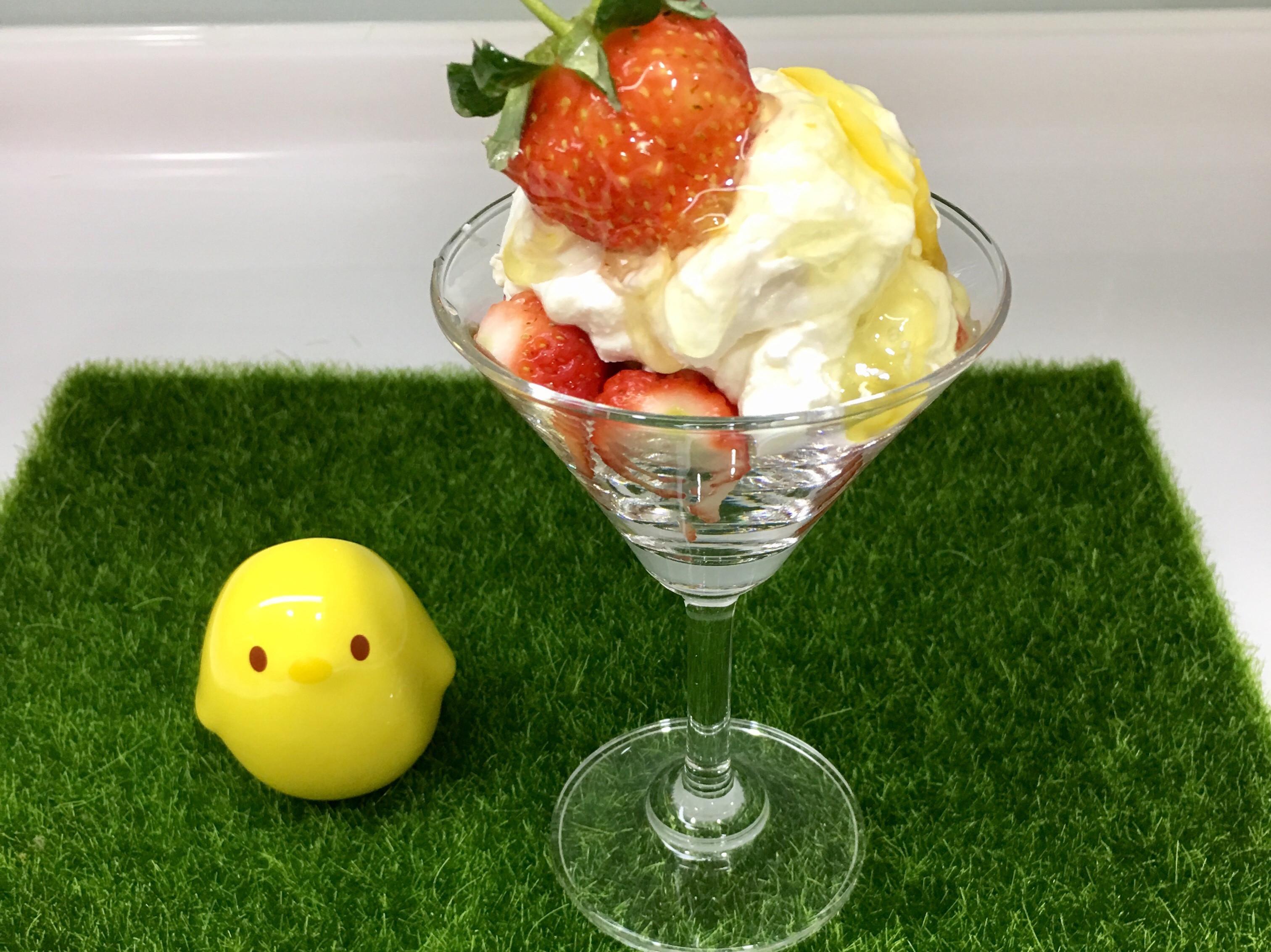 草莓優格聖代