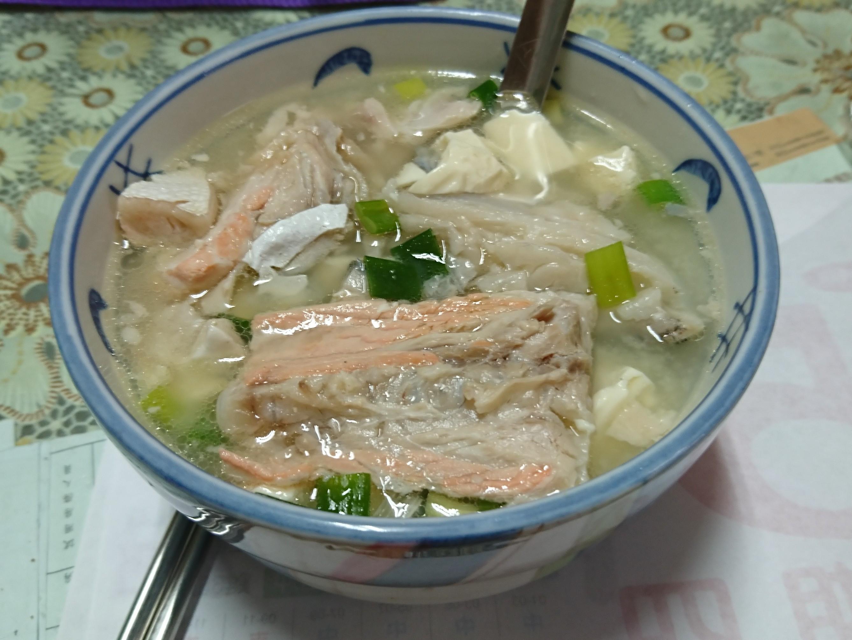 味增鮭魚頭豆腐湯