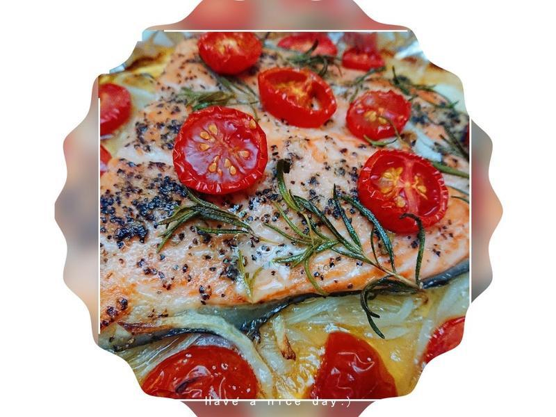 烤迷迭香洋蔥鮭魚