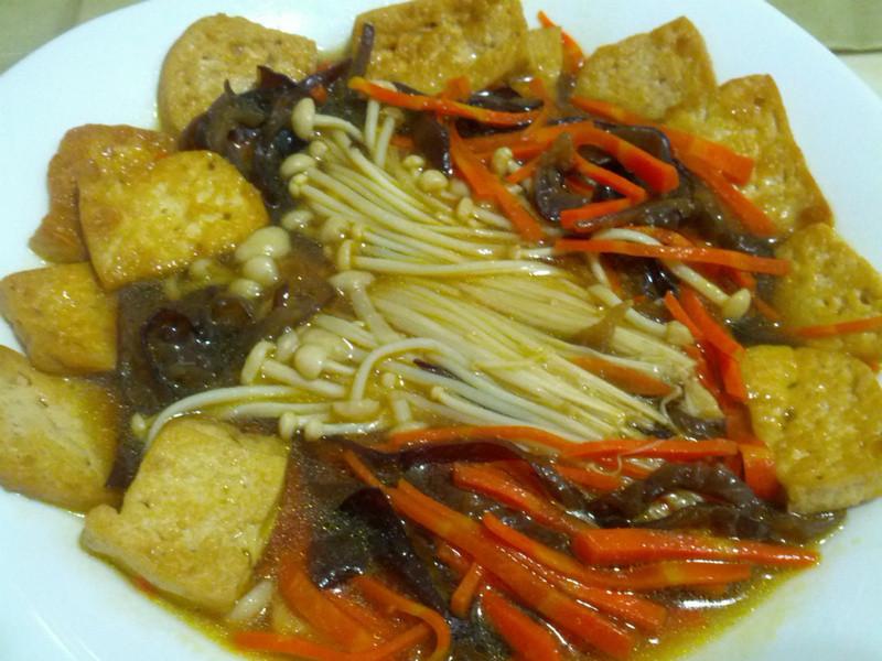 愛烹飪。醬燒豆腐菜