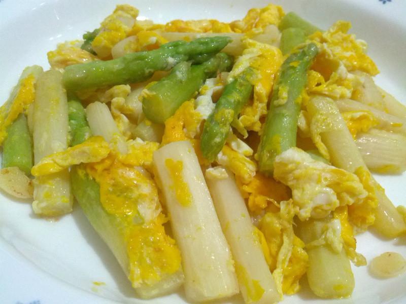 愛烹飪。蘆筍炒蛋