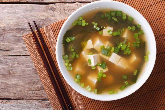 【補鈣湯】營養師教你做!鮭魚豆腐味噌湯
